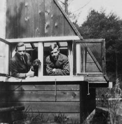 Frants Röntgen (links) in zijn atelier met zijn broer Joachim.