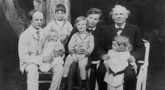 Julius Röntgen met zijn 6 zonen