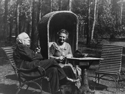 Abrahamine and Julius in the garden